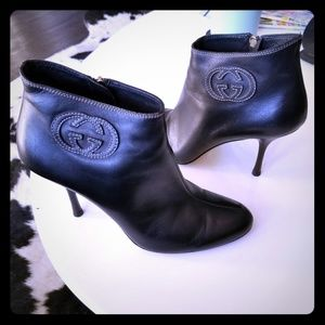 Gucci 9B short ankle boots. Black